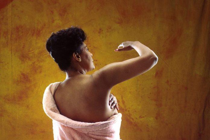 أسباب آلام الثدي الشديدة قبل الدورة الشهرية