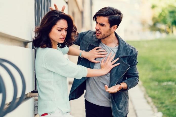 لماذا يخون الرجل حبيبته وهو يحبها
