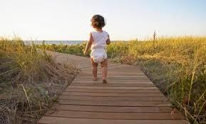 criança no caminho