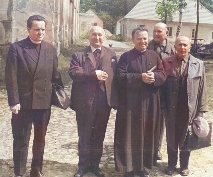 Album Želiv – kajícná pouť kněží a řeholníků internovaných v 50. letech v klášteře Želiv.  Srpen 1968