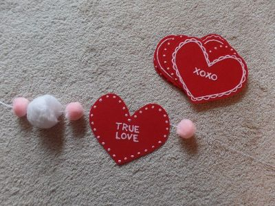DIY Conversation Heart Garland for Love Your Life Friday at karenehman.com. Click here for tutorial.