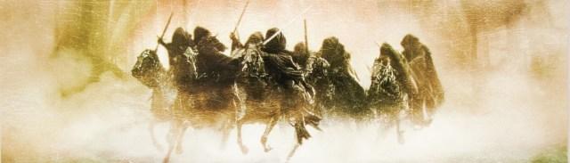 Image décorative : détail de l'une des affiches du premier film, montrant les Nazguls à cheval.