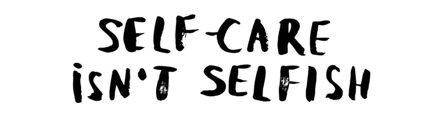 """Image décorative : texte """"Self-care isn't selfish"""" écrit en noir sur fond blanc."""