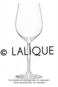 photo d'objets sur fond blanc, verre en cristal