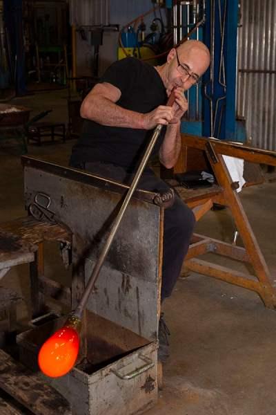 Maître verrier souffleur de verre Lalique