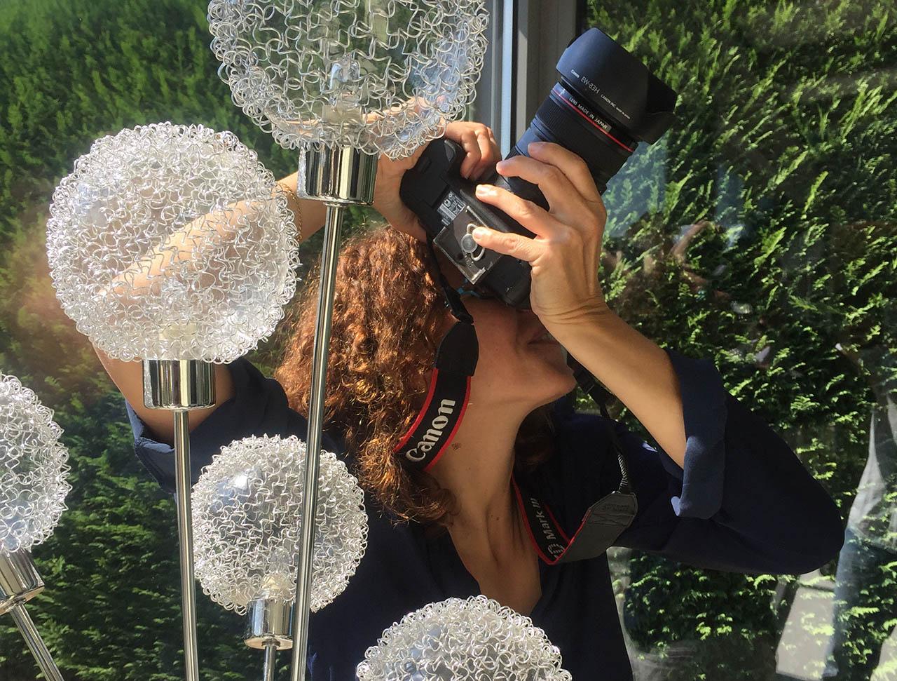 portrait karine faby en train de photographier