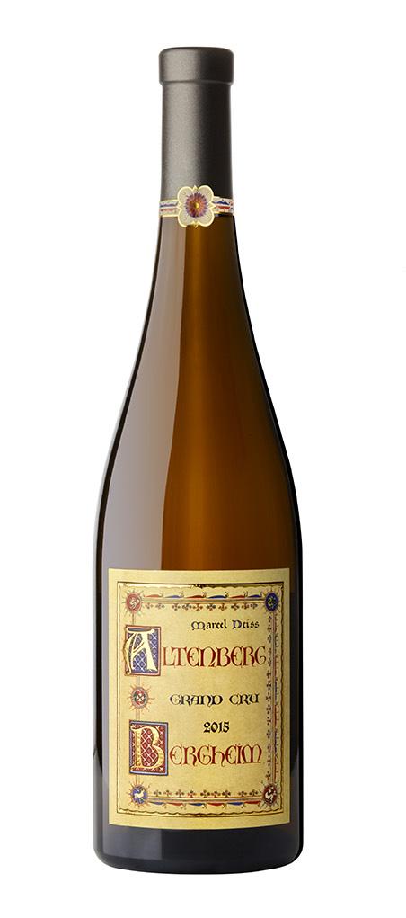 packshot bouteille de vin blanc sur fond blanc