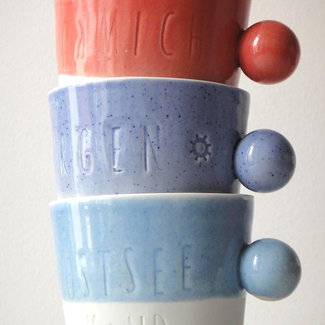 3 Becher aus Porzellan als Stapel, Detailaufnahme