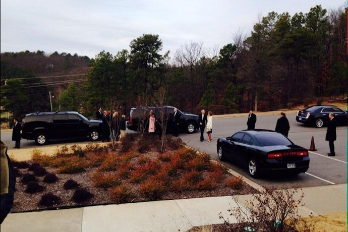 Asa Hutchinson arrives for prayer service_7835699256656412741