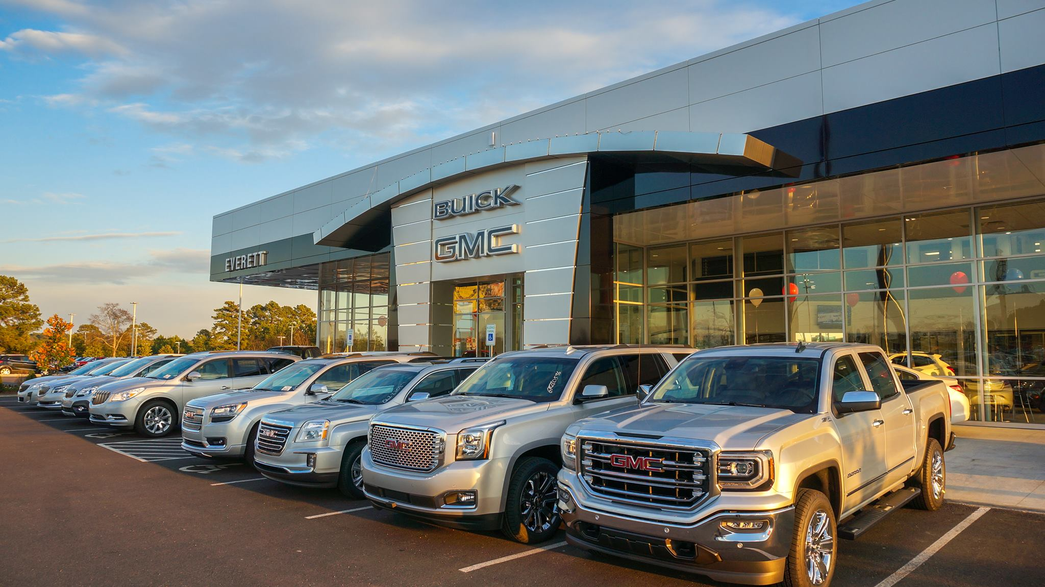 Gmc Dealers In Arkansas >> Everett Buick Gmc Makes Automotive History