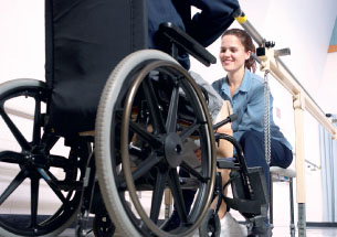 fitting-patient-for-wheelchair
