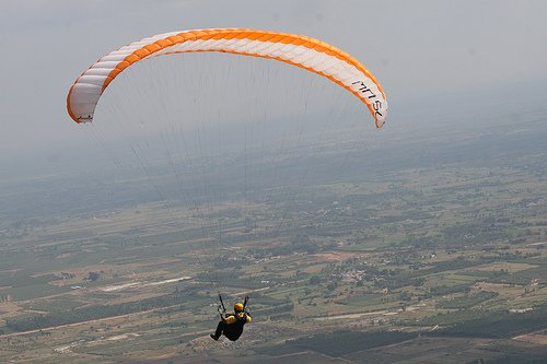 Paragliding in Nandi Hills. Source Flickr