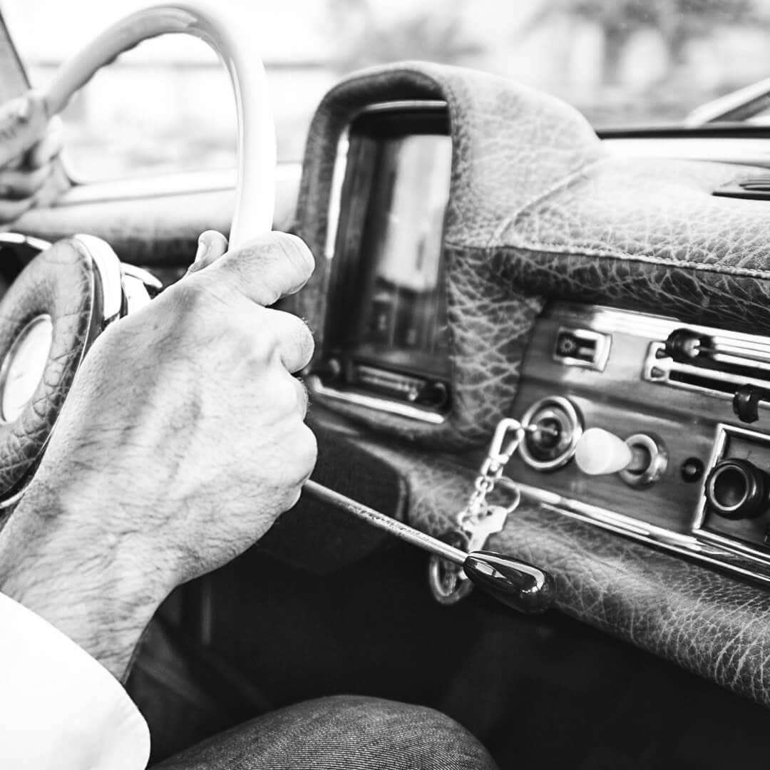 Mercedes-Benz, Sattlerarbeiten für Armaturenbrett, Seitenverkleidung und Sitze