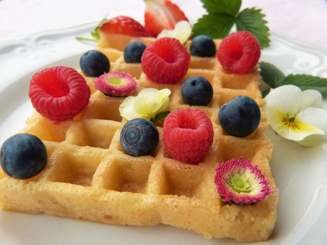 waffles with fruits