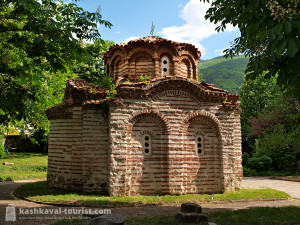 Organized holidays won't take you to this charming little medieval church. But my tips will!