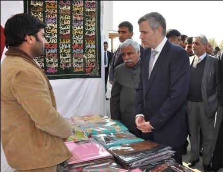 Chief Minister, Omar Abdullah visiting a stall at EDI Pampore-9