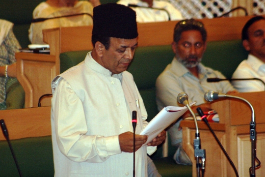Finance Minister presenting 2009-10 budget in State Assembly floor.