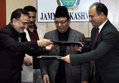 Going for e-stamping: Commissioner Stamps J&K, Kifayat Rizvi and Vivek Khurana (authorized signatory), Regional Manager of StockHolding Corporation of India Limited (SHCIL) signing an MoU in presence of Finance Minister A R Rather and Principal Secretary Finance B B Vyas.