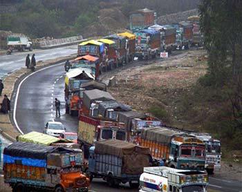 Srinagar-Jammu-Highway-blocked