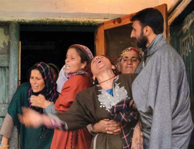 Sopore-Killing---Wailing-relatives