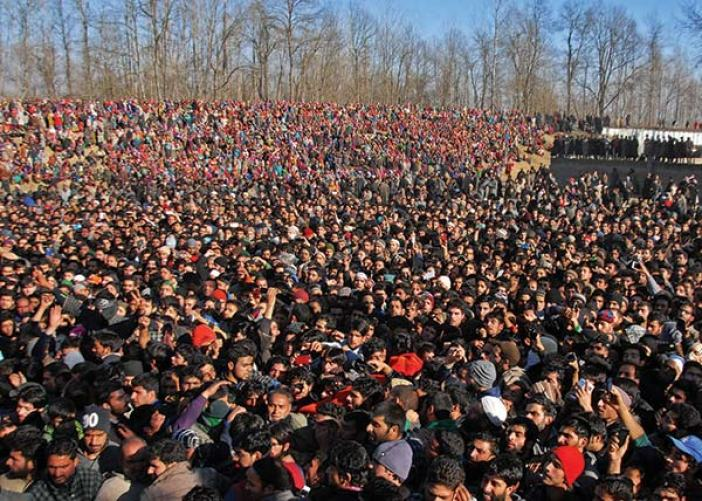 People-participating-in-funeral-of-slain-militant-in-pulwama