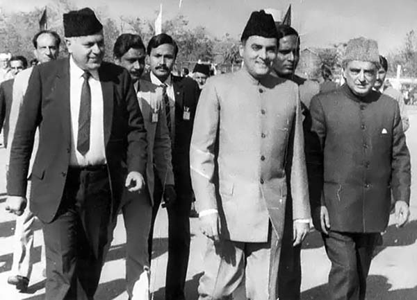 As union Tourism Minister, Mufti Sayeed (R) accompanying then Indian PM, Rajiv Gandhi, with Dr Farooq Abdullah.