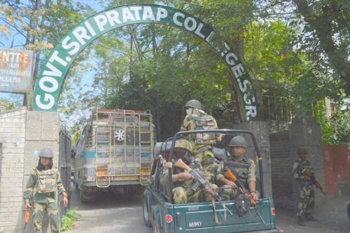 BSF entering SP College campus. (Photos courtesy: Mehraj Bhat/KL)