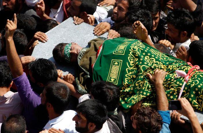 People carry body of Danish Sultan Haroo of Palpora Qamarwari towards Eidgah Srinagar. (KL Image: Bilal Bahadur)
