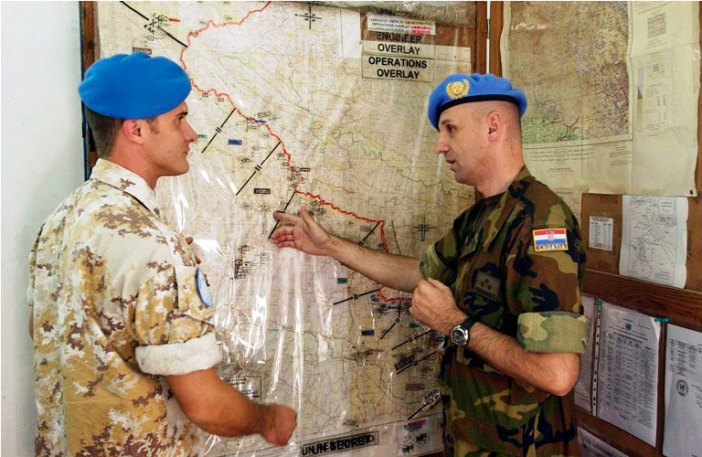 Members of UNMOGIP discussing the LoC in their Bimber Feild Station in Pak on October 20, 2005. A UN photos