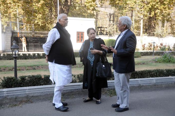Yashwant Sinha, Journalist Bharat Bhushan and Executive Director, Centre for Dialogue and Reconciliation, Sushoba Barve in Srinagar on Oct 27, 2016. (KL Image: Bilal Bahadur)
