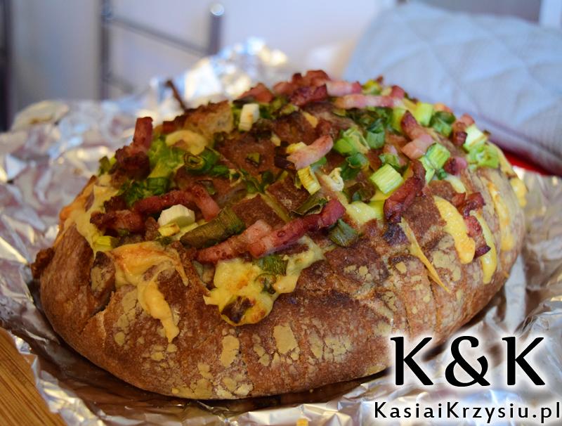 Chlebek z serem i boczkiem - pyszna przekąska
