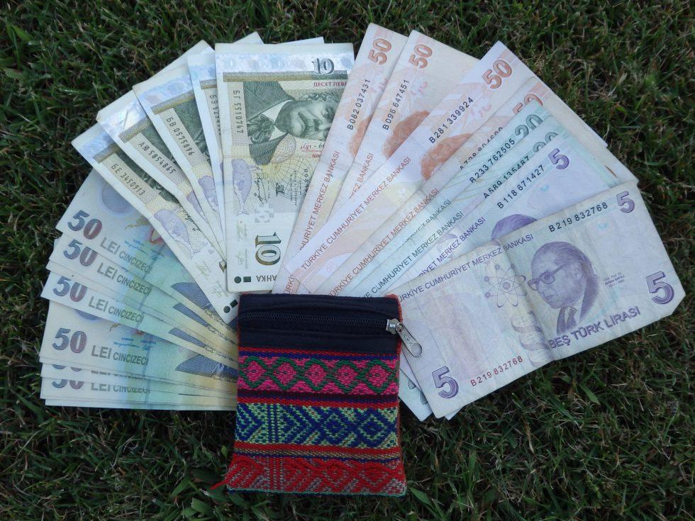 Zarządzanie Pieniędzmi W Podróży – Czyli Jaki Bank I Karta Dla Podróżnika?