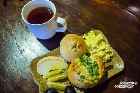 Desayuno con pan recién hecho