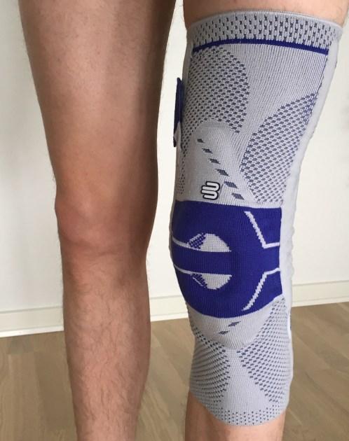 Efter et besøg hos Karsten Høgh er jeg nu udstyret med en knæbandage