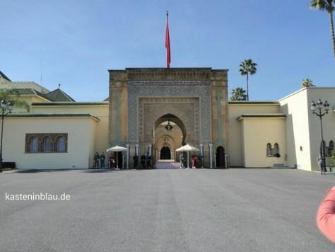 Eingang zum Königspalast mit Wachen