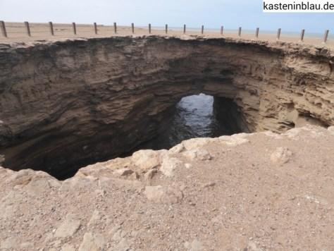 Loch mit Verbindung zum Meer