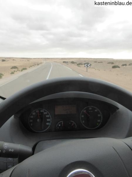 Wüste bis an die Strasse