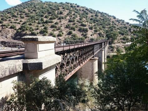 stillgelegte Eisenbahnbrücke nach Spanien