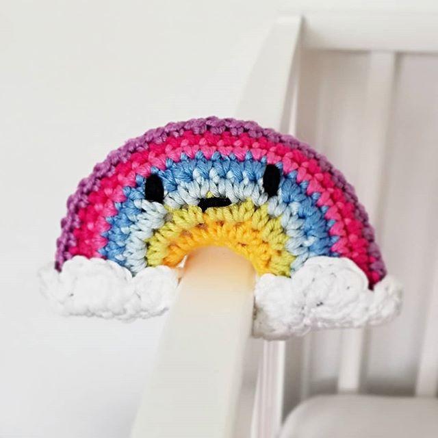 Instagram - Dziś projekt mojego syna. Ja byłam tylko podwykonawcą. Konsultowaliśmy każdy element ;)#little #crochet #rainbow#coronavirus #coronarainbow #littleone #szydełkowezabawki #szydełko #tęcza