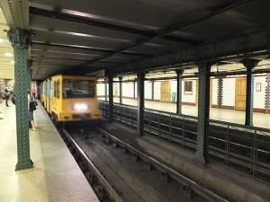 metro 1 budapest wagon arriving to station