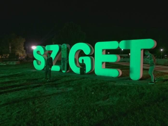sziget festival sign led light change colour