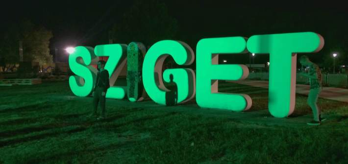 sziget festival sign led light change colour