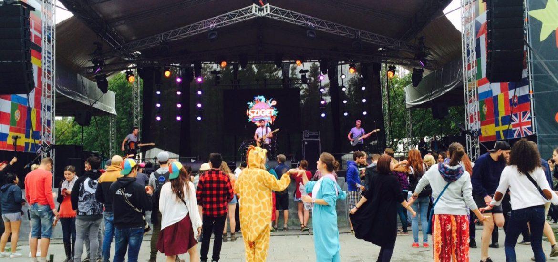 animal costume giraffe elephant concert sziget festival