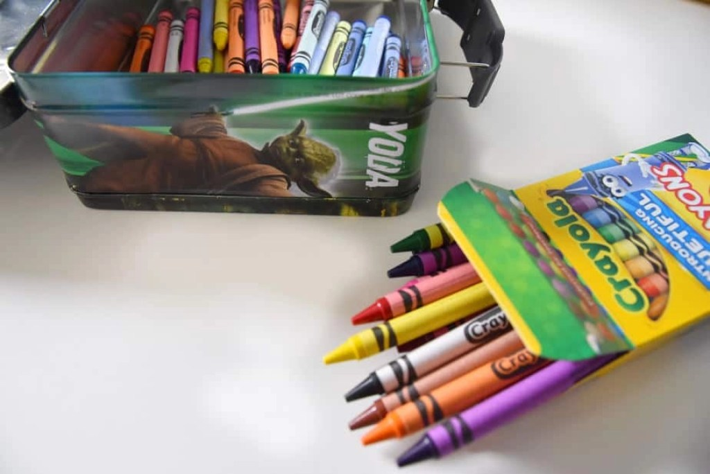 how to organize crayons 2