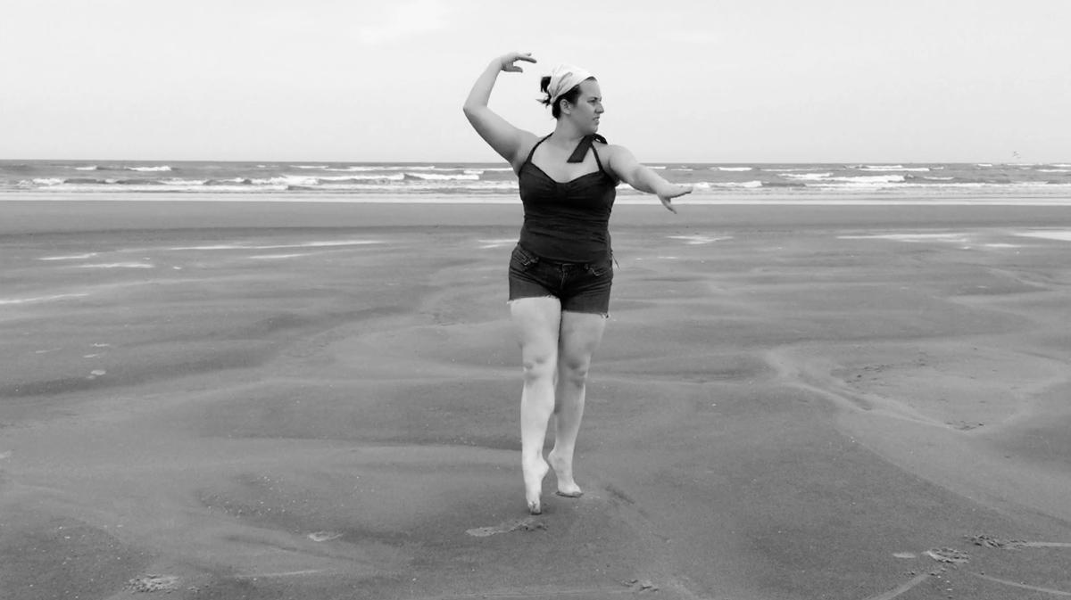tina-dancing-on-the-beach-06