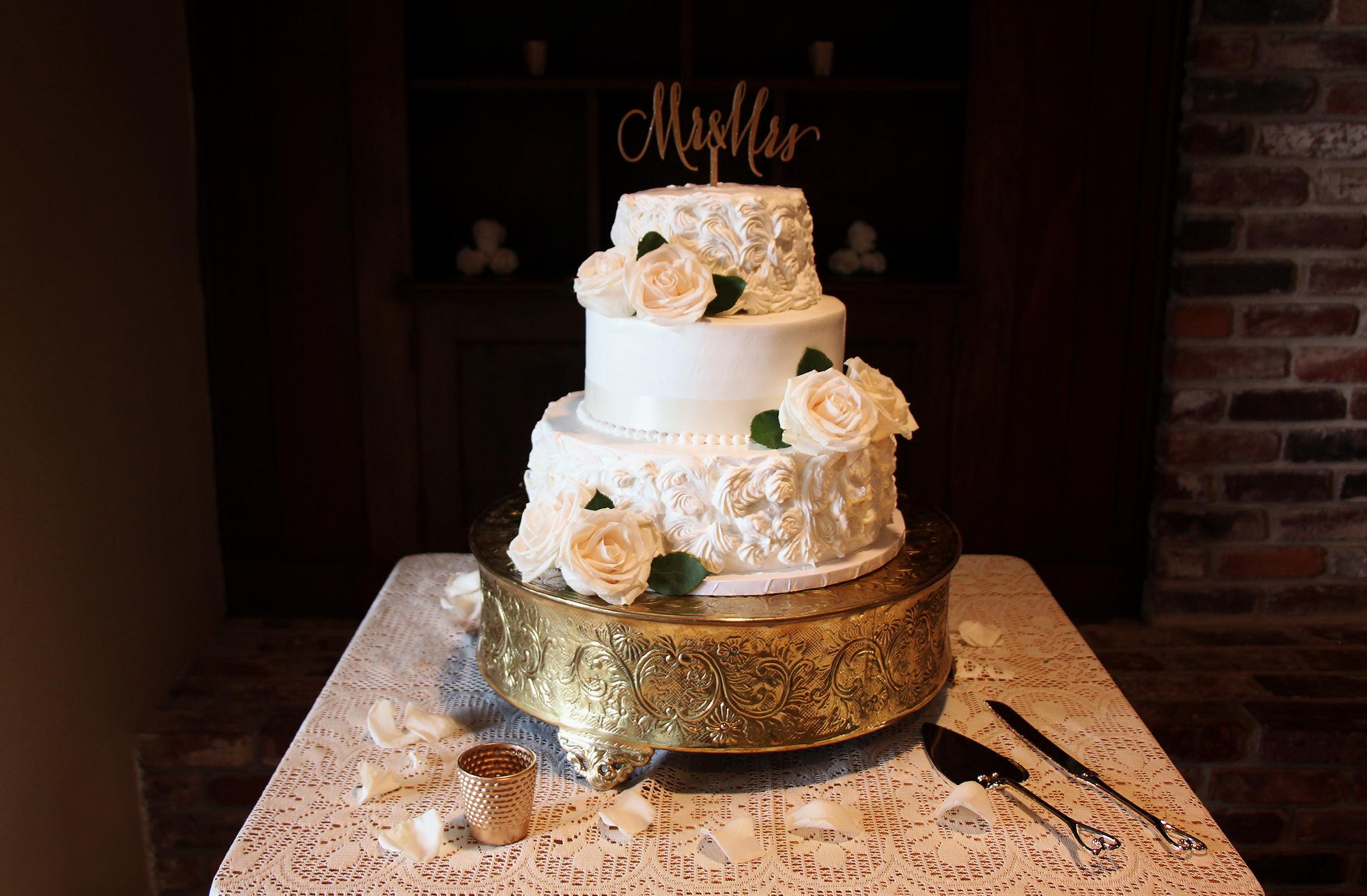 4- Wedding Cake – simple elegant- gold – miami wedding – south florida Katherine Eastman