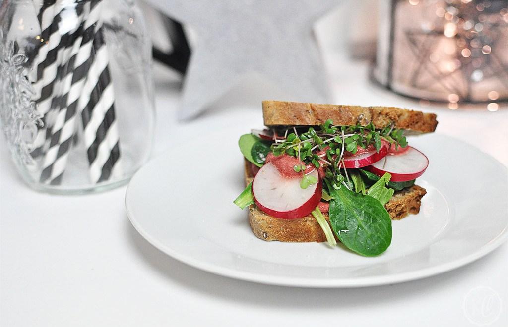 Tofu-Sandwich mit Rote-Bete-Mayo