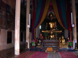 Buddha-Statue vor der General Sosa betete