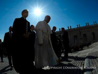 Franziskus am Mittwoch auf dem Weg zur Generalaudienz