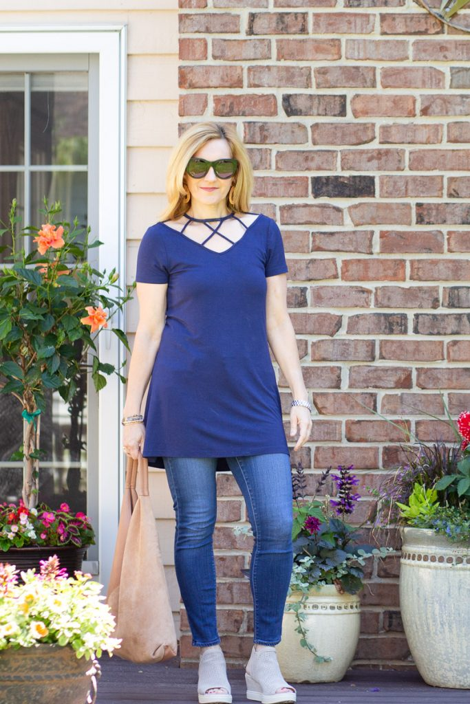Styling a classic navy summer top with skinny jeans.